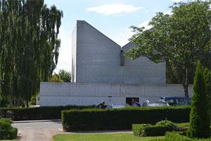 Kapelkrematoriet i Århus er et af den unge Henning Larsens betydeligste værker fra 1960'erne. Vestre Kirkegård, Viborgvej 47 A