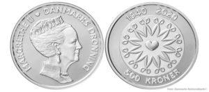 15. april 2020  I anledning af Hendes Majestæt Dronningens 80-årsfødselsdag den 16. april 2020 udsender Nationalbanken en erindringsmønt.  Mønten udkommer som en 500-kronemønt i sølv, en 20-kronemønt til almindelig cirkulation og en 20-kronemønt i en proofversion, hvor motivet fremstår meget skarpt.  På forsiden er der et portræt af dronningen i profil vendt mod højre. Portrættet er udført af billedhugger Lis Nogel.