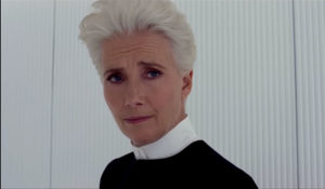 Emma Thompson som Agent O