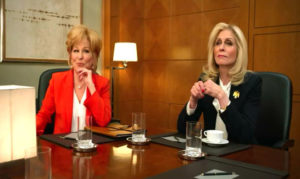 Judith Light (Dede Standish) og Bette Midler (Hadassah Gold) i The Politician