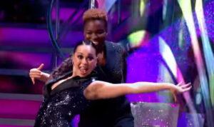 Nicola Adams OBE og pro Katya Jones - BBC1 screenshot