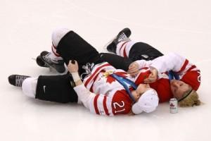 canada-women-hockey-players-drink-beer-smoke-cigar-2-e1267199878839