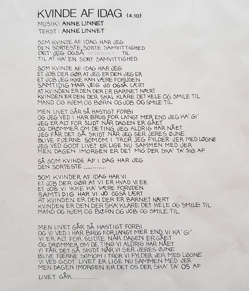 Teksten til Kvinde af idag. Dagen har så mange farver er det fjerde og sidste studiealbum fra den danske rockgruppe Shit & Chanel. Det udkom i december 1979