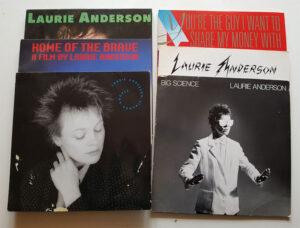 Mine Laurie Anderson vinyler - har faktisk Oh Superman på single fra 1981 - men den er nede i kælderen