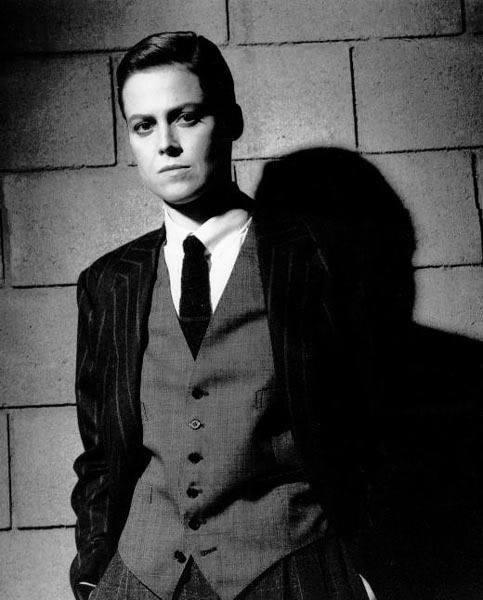 Sigourney rocks a suit