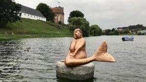 Kunstner Erik Valter har i anledningen af Trekantområdets Festuge skabt skulpturen Søhavfruen - Slotsøen i Kolding