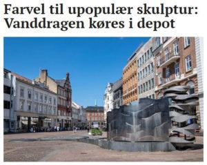 Til oktober forsvinder Vanddragen fra Store Torv. Der tegner sig nemlig et flertal i byrådet for at fjerne den upopulære skulptur. Foto: Axel Schütt