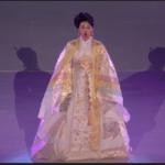 Den berømte koreanske sopran Hwang Sumi med den olympiske hymne